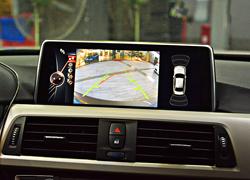 宝马320升级大屏,倒车影像