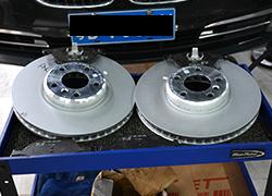 宝马7系更换刹车盘